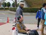 宇都宮市文化会館前で会場への入場を待っています。