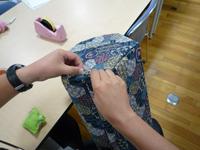 椅子を縫っている写真